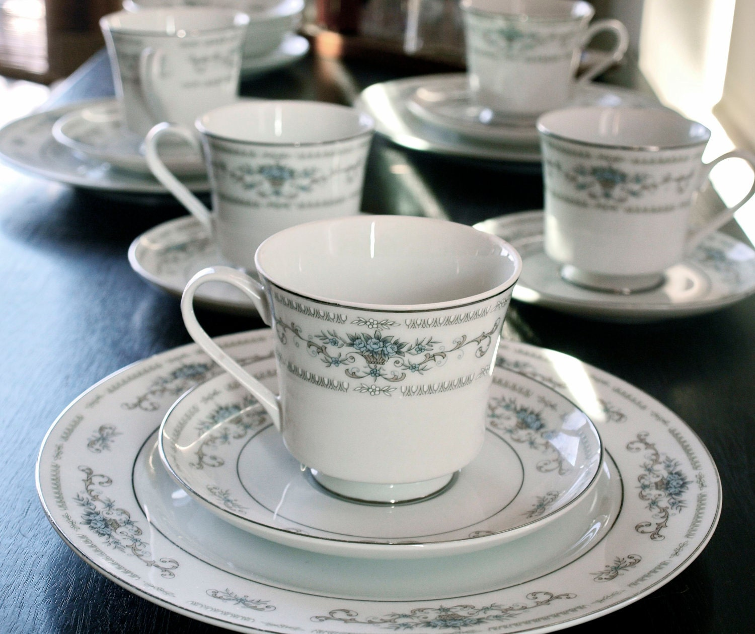 Diane Porcelain by Wade FIne China of Japan / 18 Piece Tea and