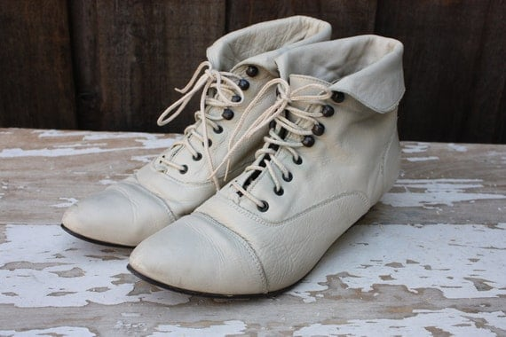 Vintage 1980's Bone Leather Granny Style Lace Up Ankle Boots 8M