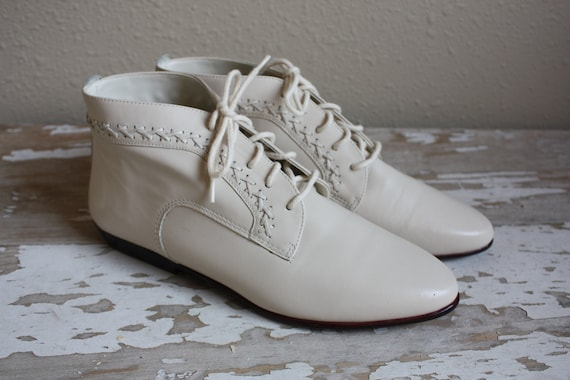 Vintage 1980's Bone Leather Granny Style Lace Up Ankle Boots 7M