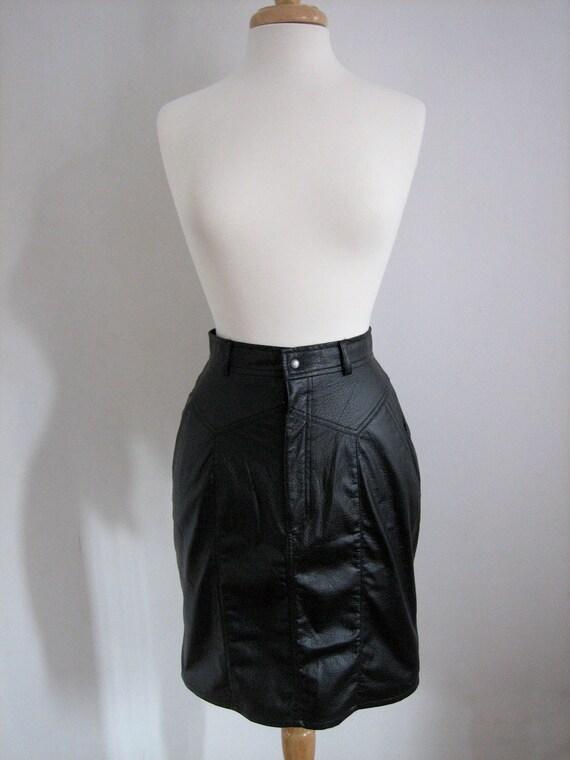Vintage 1980's Sleek Black Leather Skirt / Pleather pencil skirt / Tight black skirt