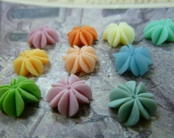 40pcs 12mm Mixed Lovely Beautiful Resin  Flower Cameo Cabochon Base Setting Charm Pendant/Hair Pin/Ear Ring