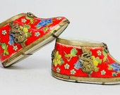 Antique Chinese Handwork Painting flower Old Porcelain shoes statue