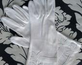 Vintage 50s White Trim Gloves ./50s.Glamour.Pin Up Gloves./