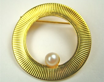 Gold Brooch With Pearl