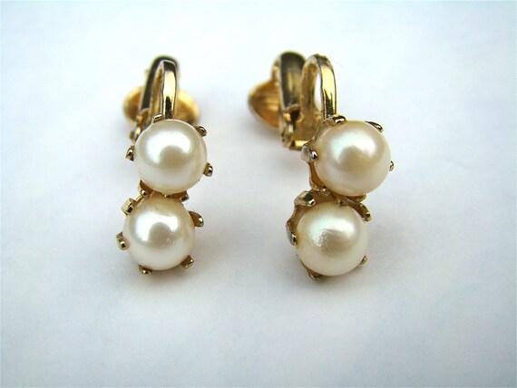 Ladies Gold And Pearl Vintage Earrings