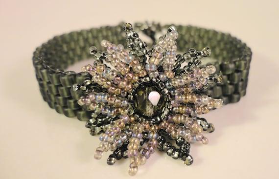 Gray Flower Bracelet, Beaded Flower Bracelet, Bead Woven Glass Bracelet, Grey Seed Bead Bracelet, Hand Woven Bracelet, 7 1/2 Inches