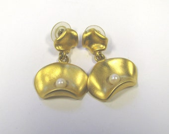Vintage Gold tone Faux Pearl Dangle Pierced Earrings