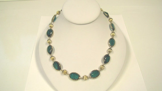 Vintage Emerald Green Jeweled Gold Tone Necklace