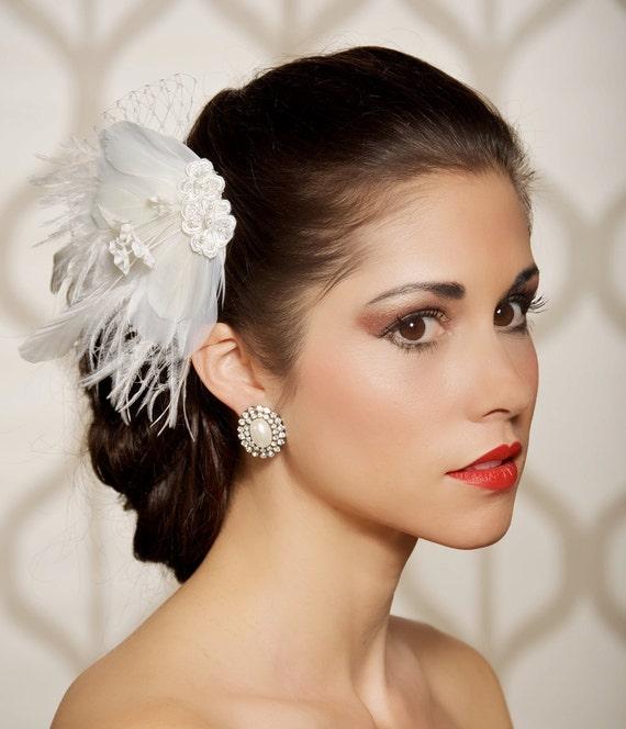 Ivory, Bridal fascinator, Wedding Feather Fascinator, Feather Hair Clip, Wedding Hair Accessory - Ready to ship - FREDRIKA