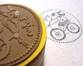 Rubber stamp for children - Back to school - DIY projects for kids - Personalizing personal objects - Rubber stamp - Enjoy the bike