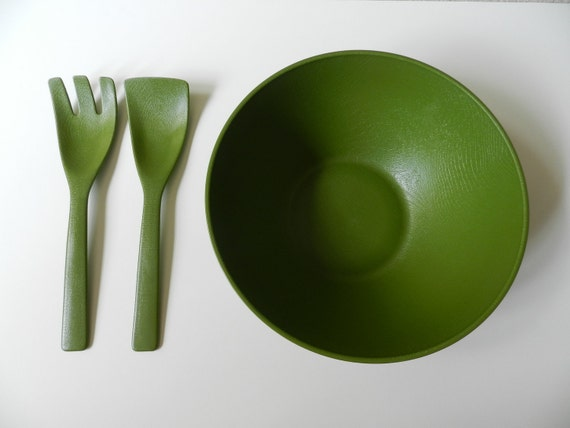 Olives and Pepperoncini to the Salad Pronto Retro Avocado Green Salad Serving Bowl with Pair of Servers