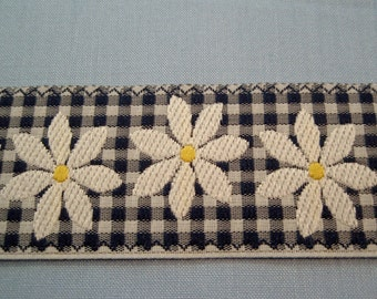 """Trim Blue Gingham with White Daisies 1 1/2""""width Country Style 2yds"""