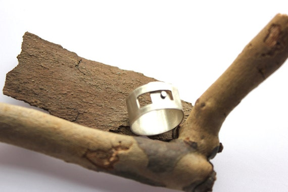 PEEK-A-BOO. Ring. Sterling Silver Wide Band