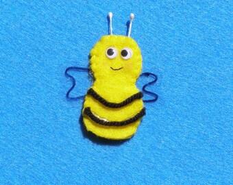 Five little honey bees finger puppets.