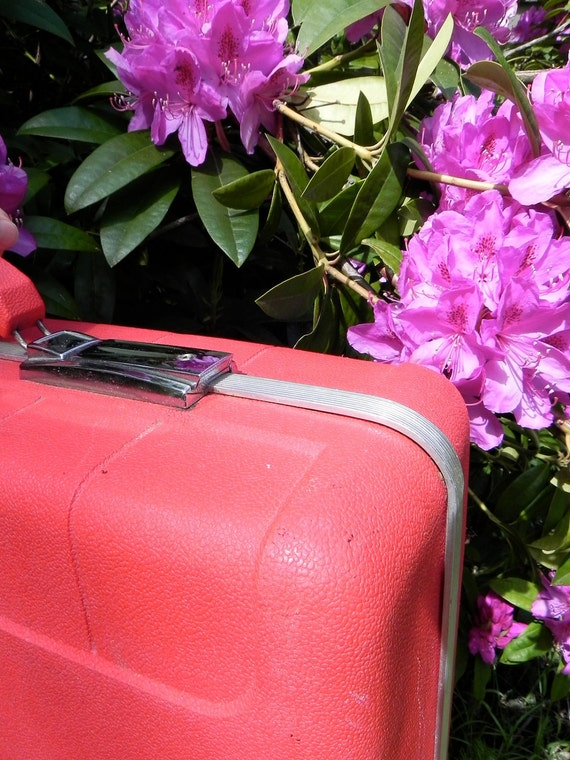 1960's red Starflite suitcase. large.