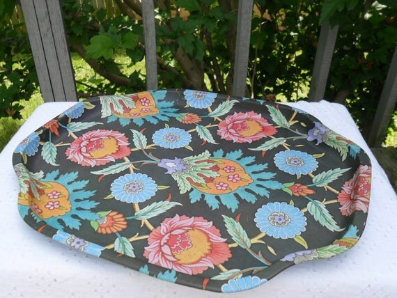Vin Cenzo International Multi-Colored Floral Patterned Metal Tray