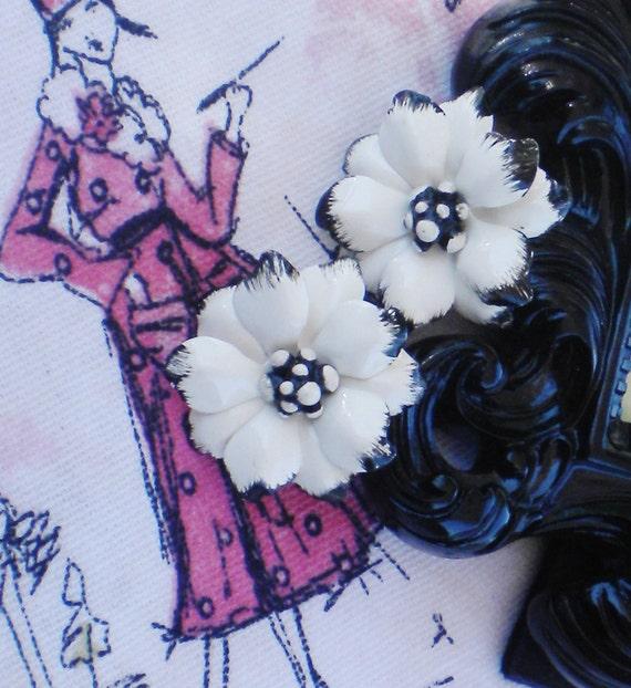 Summer Jewelry Enamel Flowers Black & White Enamel
