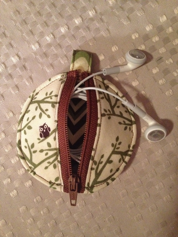 Earbud Pouch-Cream, Green & Brown Owl Print
