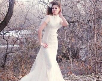 Ivory Lace & Tulle Wedding Dress