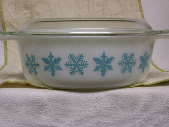 RESERVED Vintage Pyrex Casserole with Turquoise Aqua Snowflake Freezer to Oven to Table 1 and a  half Quart Size