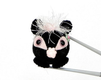 Amigurumi skunk sister MochiQtie- Mochi size crochet  amigurumi mini animal toy / doll