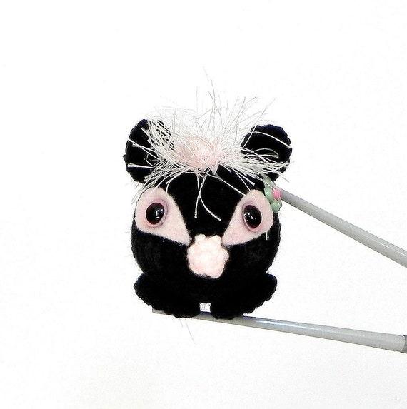 Amigurumi skunk sister MochiQtie- Mochi size crochet  amigurumi mini animal toy / doll