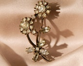 1950s bouquet of flowers brooch with paste stones - Vintage