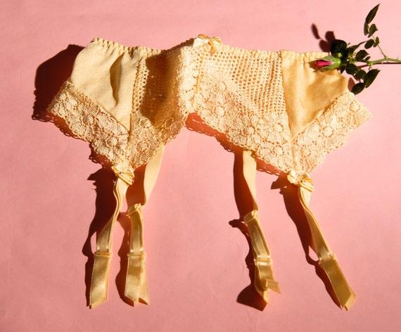 """Vintage Lemon Floral Garter Suspender Belt - 23 - 33"""""""