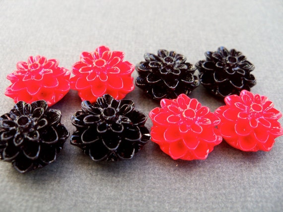 Mum Flower Cabochons, Red and Black, 8 pcs, 16mm