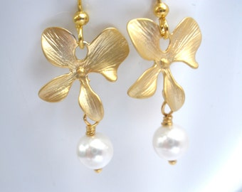 Gold Flower Earrings, Gold Orchid Earrings, White Pearl Earrings, Matte Gold Orchid, Wedding Jewelry, Bridesmaid Earrings, Bridesmaid Gifts