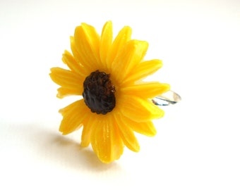 Flower Ring, Daisy Ring, Yellow Ring, Adjustable Ring, Lucite Ring, Cabochon Ring, Yellow Daisy, Spring, Silver Plated Ring