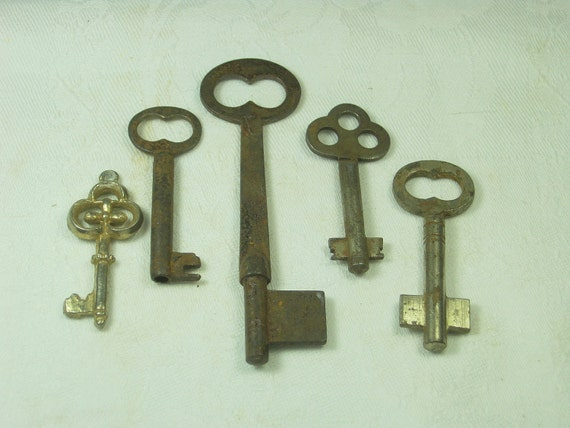 Antique SKELETON KEYS Metal STEAMPUNK Original Larger Size Set/5