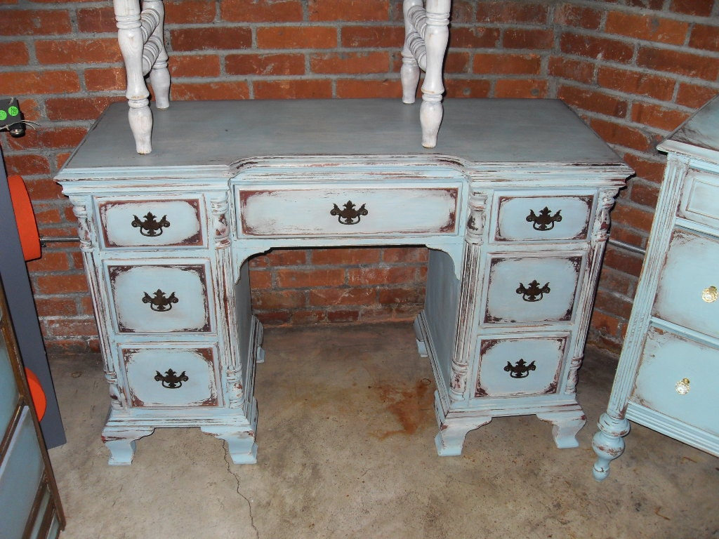 shabby chic desk with five drawers. Black Bedroom Furniture Sets. Home Design Ideas