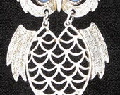 Breath taking vintage White Dust Golden Owl Pendant Necklace With Blue stone eyes