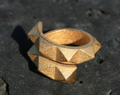 SPIN 360 - Yellow gold faceted modern 3D printed ring