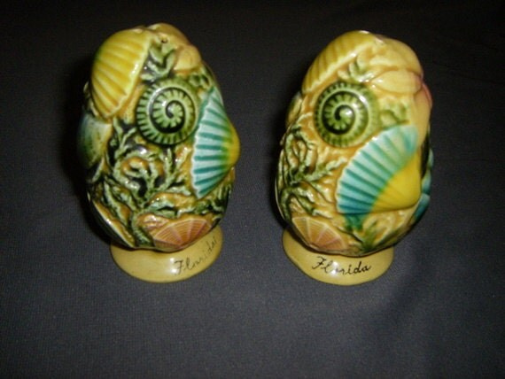 Vintage Seashell Florida Souvenir Ceramic Salt and Pepper Shakers