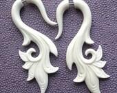 SERAI Hand Carved Earrings - Fake Gauges - Natural White Bone