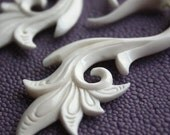 SERAI Hand Carved Earrings - Fake Gauges - Natural White Bone