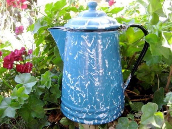 Blue Enamel Pot with Swirls - Pot ancien en émail