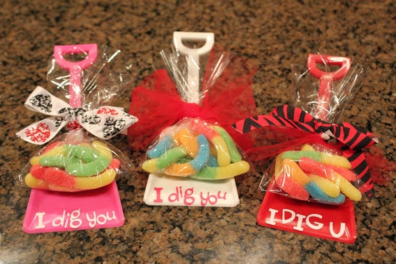 "Single Purchase Valentine Party Favor Shovels with gummy worms & ""I Dig You"" HOT TREND"