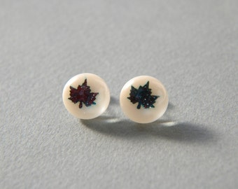 Fused glass stud earrings with maple leaf pattern in marzipan off-white