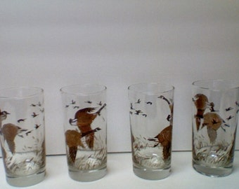 Vintage set of 4 Drinking Glasses with Flying Geese