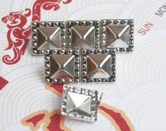 200Pcs Silver Dotted Border Pyramid Studs 10.5mm (SDP10)