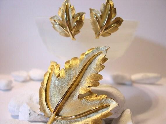Vintage Trifari Brooch Clip Earrings Leaf Set Gold Demi Parure 50's