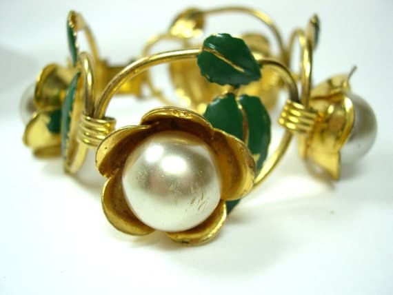 Vintage Bracelet Enameled Flowers with Pearls and Gold - 7 inch 1960's