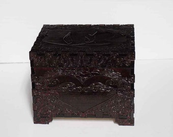 Lord Mock's Rose Keepsake Box (Medium Jewelry Box)\