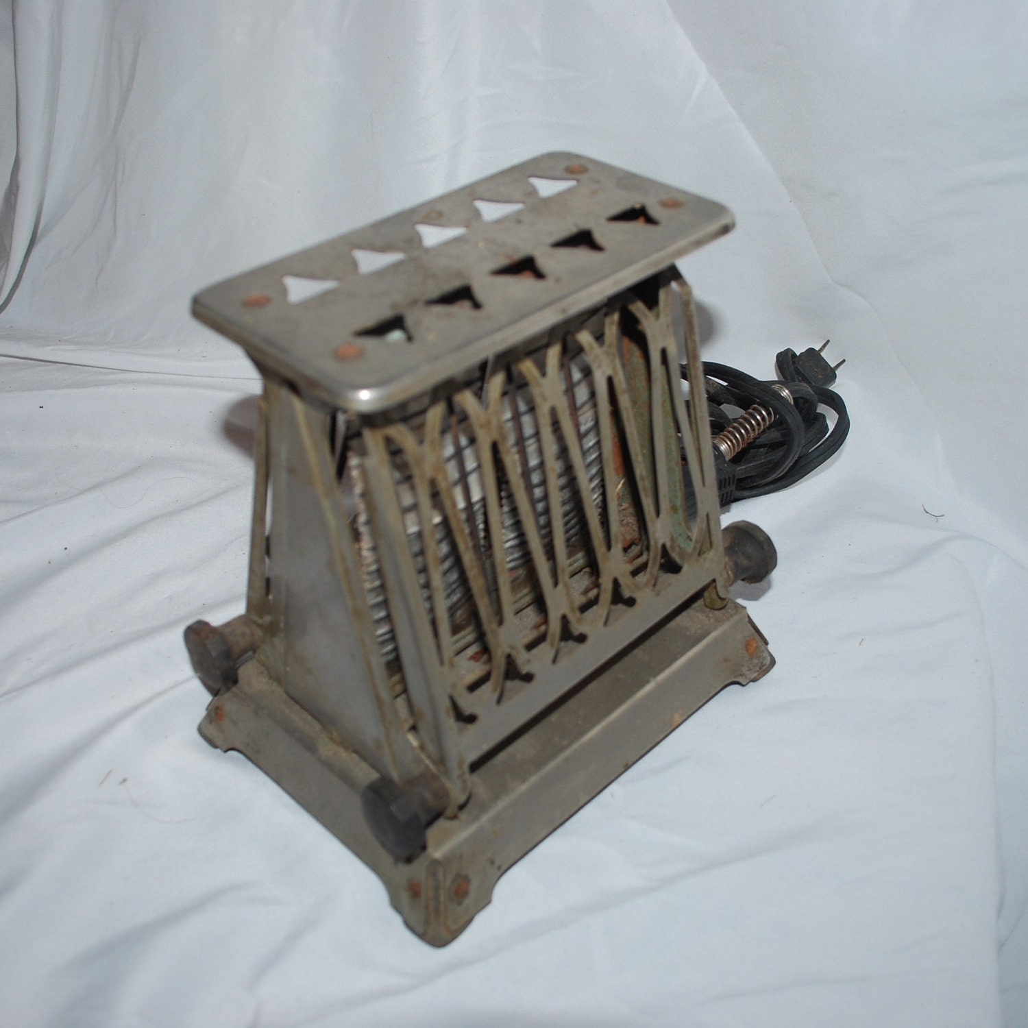Antique Electric Toasters ~ Wow totally retro vintage metal toaster electric art deco
