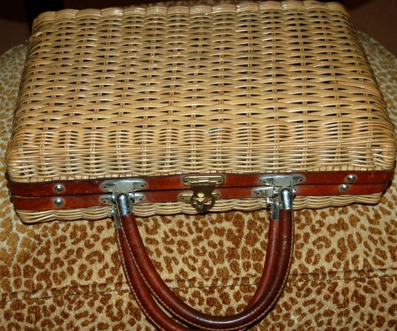 CLASSIC vintage Wicker Purse with Leather handle silk lining