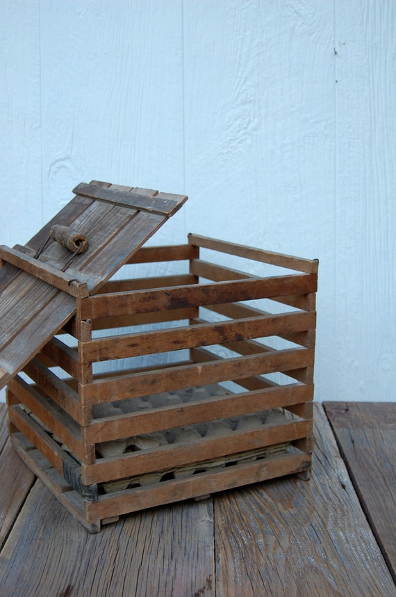 Humpty Dumpty Wooden Farmhouse Egg Crate with Lid and Handle