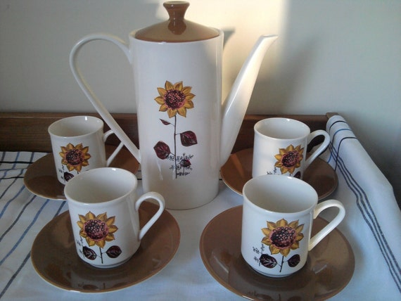 Retro coffee pot - Sunflower pattern.  True flower power from 1967, Stoke On Trent, England